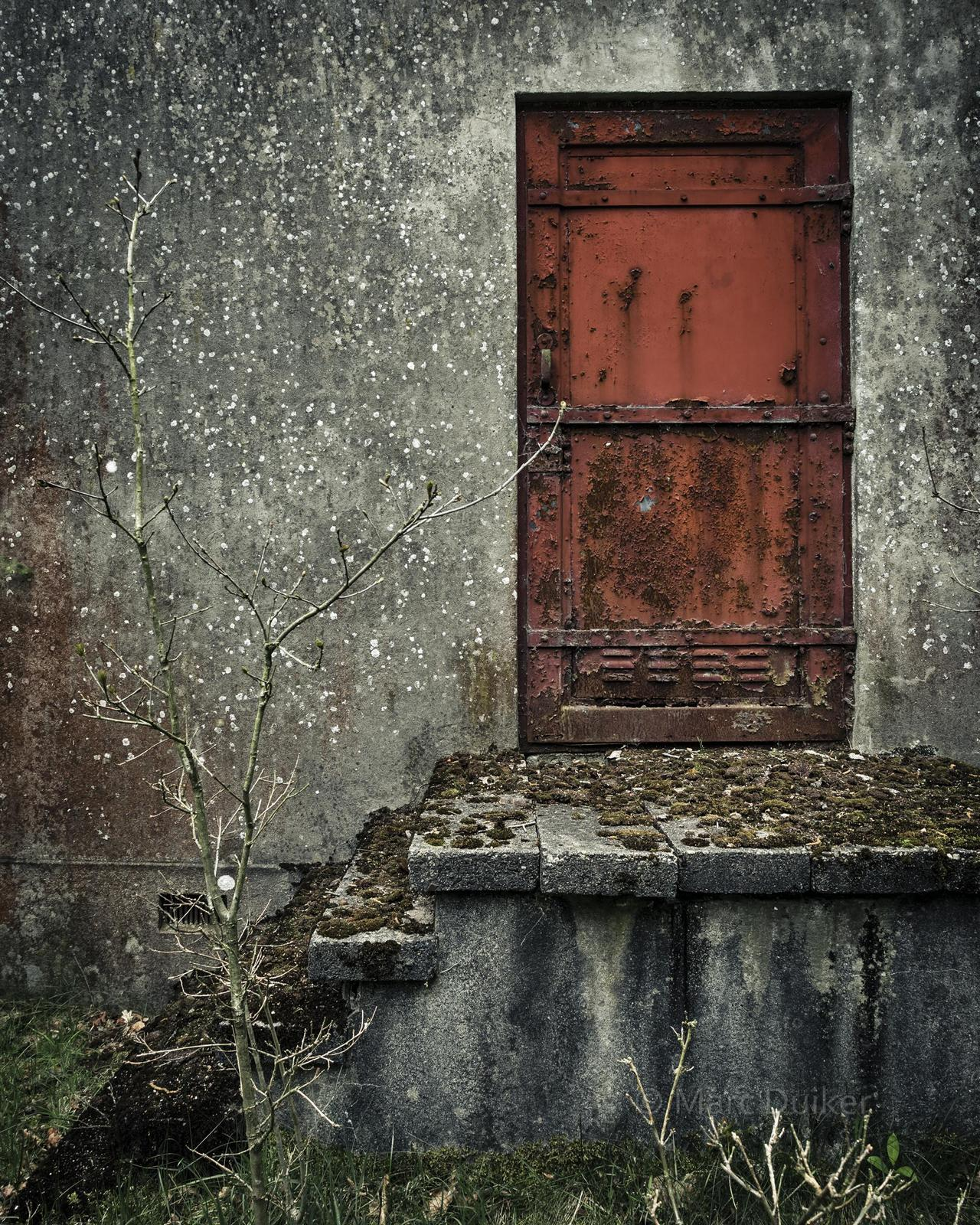 'I see a red door...' © by Marc Duiker